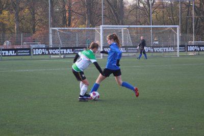 Dames Stadspark voetballen zich naar zege